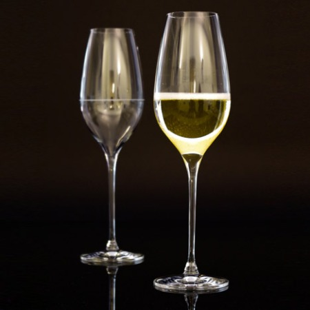 Richard-Juhlin-Optimum-champagne-glass-by-Claesson-Koivisto-Rune-b_dezeen_468_4